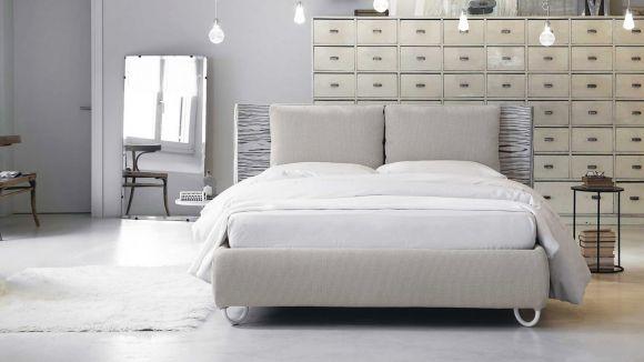 Pat Hug Pillows 160x200
